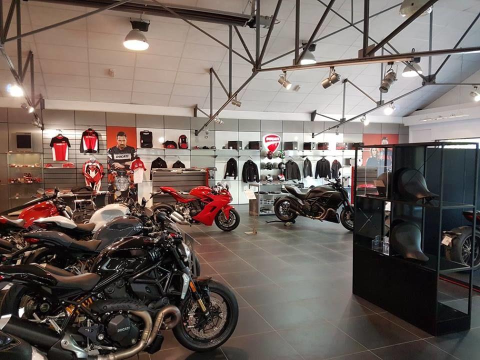 showroom ducati paris nord moto 01