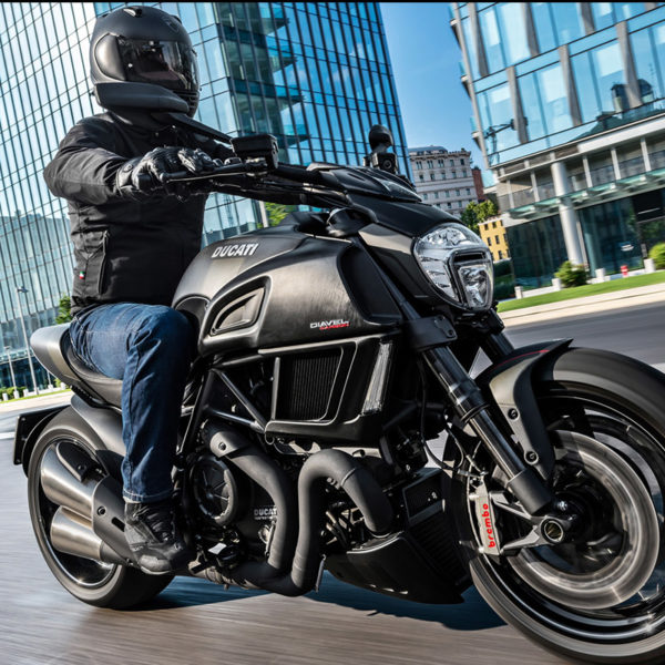 image 01 Ducati Diavel Carbon Paris Nord Moto