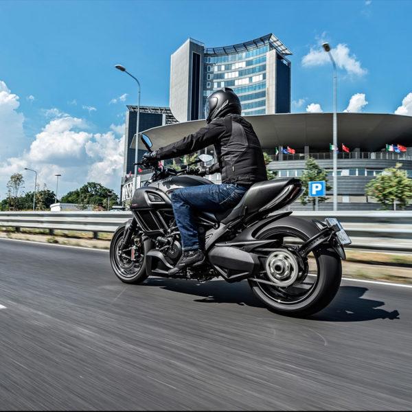 image 02 Ducati Diavel Carbon Paris Nord Moto
